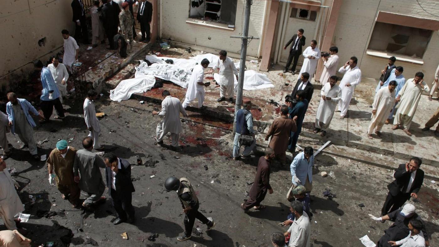 Pakistan, la strage di avvocati e giornalisti: 93 morti