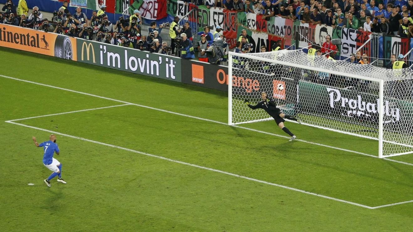 Euro2016, Bolle prende in giro Zaza: Sul ballo vince lui