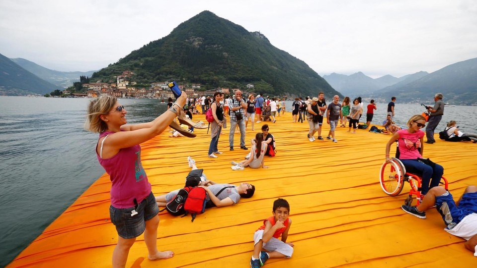 Sul Lago d'Iseo si chiude la passerella di Christo: un successo
