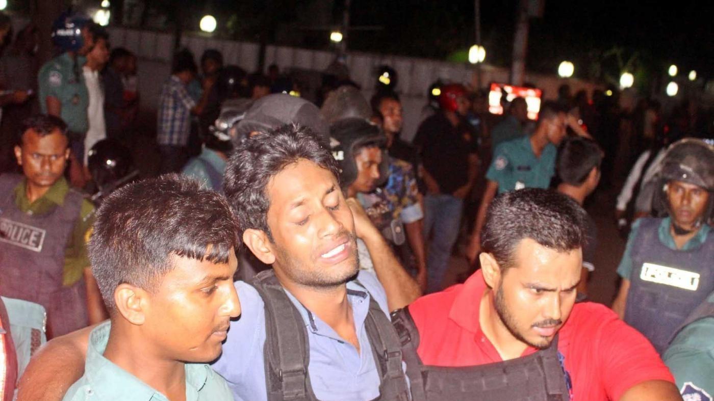 Bangladesh, cerimonia in ricordo delle vittime dei terroristi