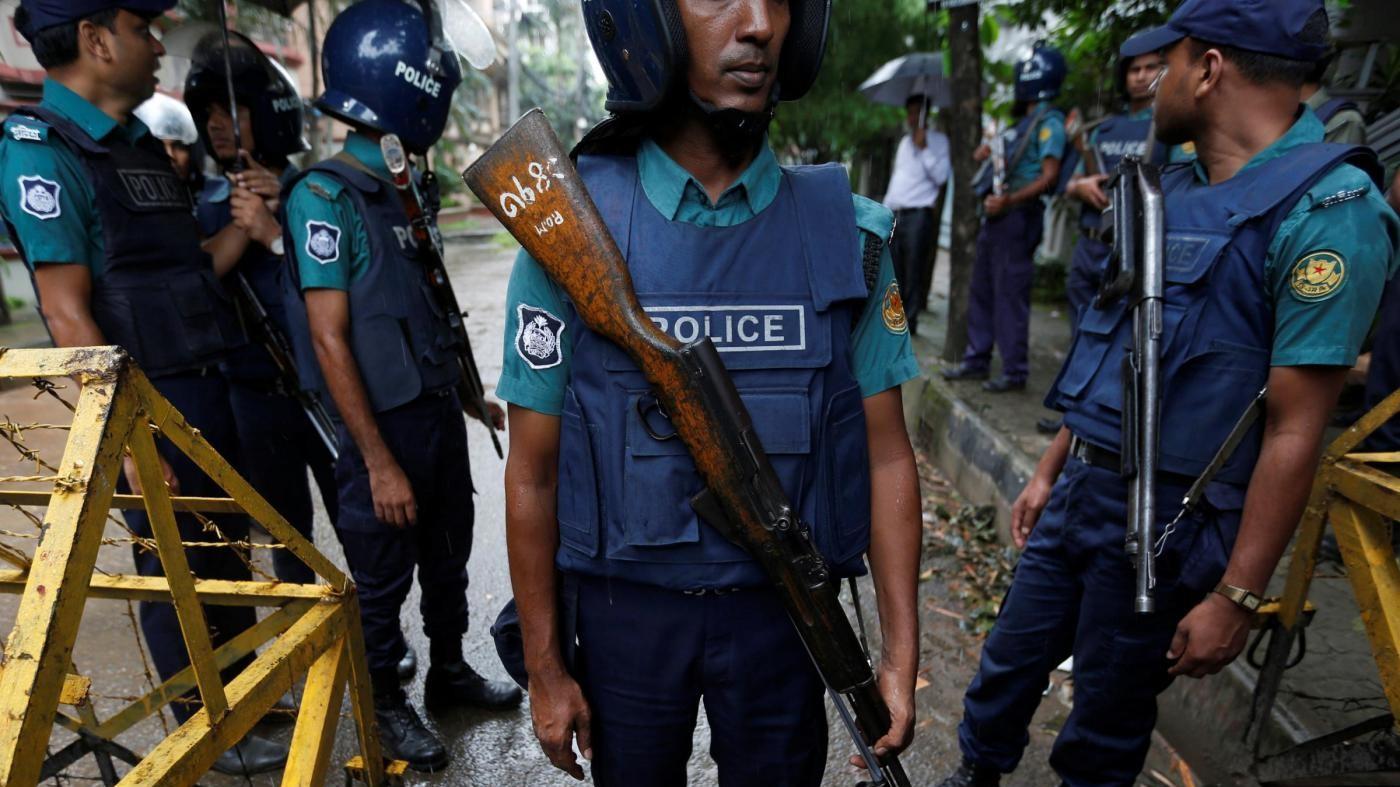 Bangladesh, arrestati padre e fratello di terrorista Dacca