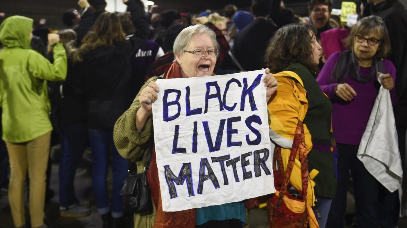 Polizia uccide 2 afroamericani: proteste negli Usa / VIDEO