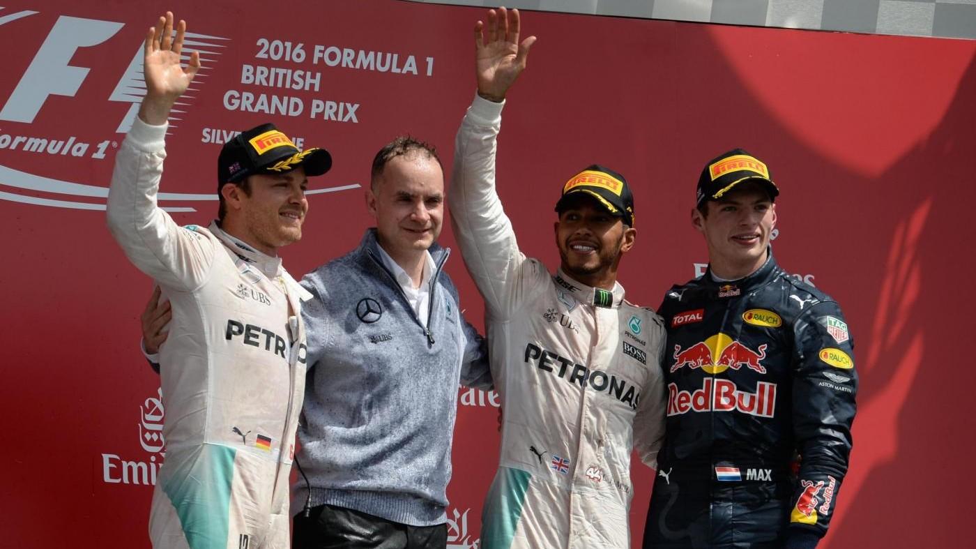 F1, Gp Gran Bretagna: Rosberg penalizzato 10″, Verstappen secondo