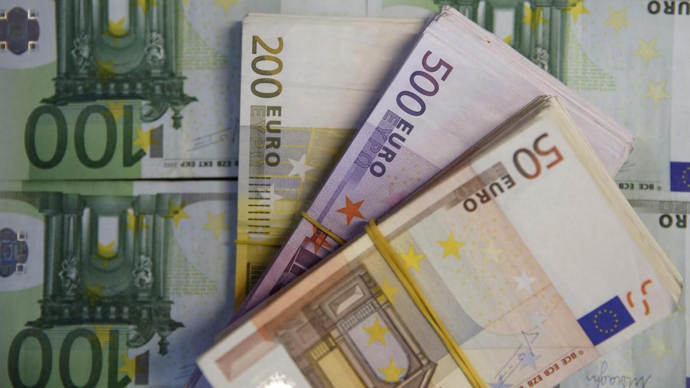 Italia si conferma in deflazione a giugno: prezzi -0,4% sull'anno