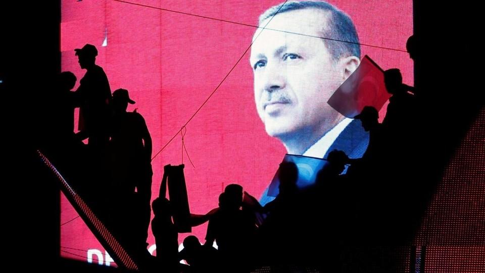 Erdogan verso sì a pena di morte. 'Purghe': 7.500 gli arresti