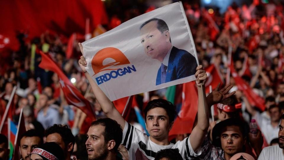 Turchia, le purghe di Erdogan contro la scuola: via tutti i rettori, 10mila arresti