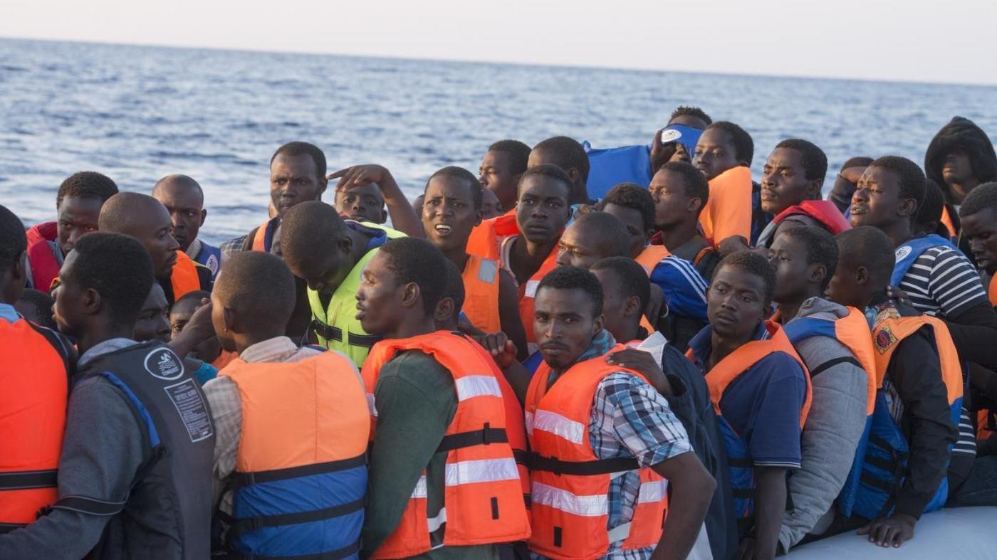 Migranti, trovati 22 corpi su gommone: 21 sono donne