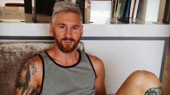 Cambio di look per Leo Messi: i capelli sono biondo silver