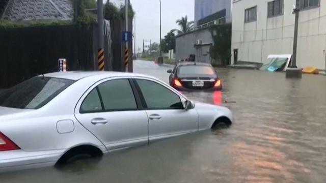 La furia del tifone Haitang su Taiwan