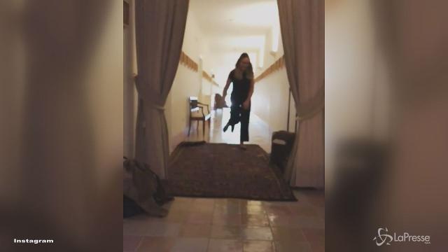VIDEO Ornella Muti insospettabile ladra di tappeti