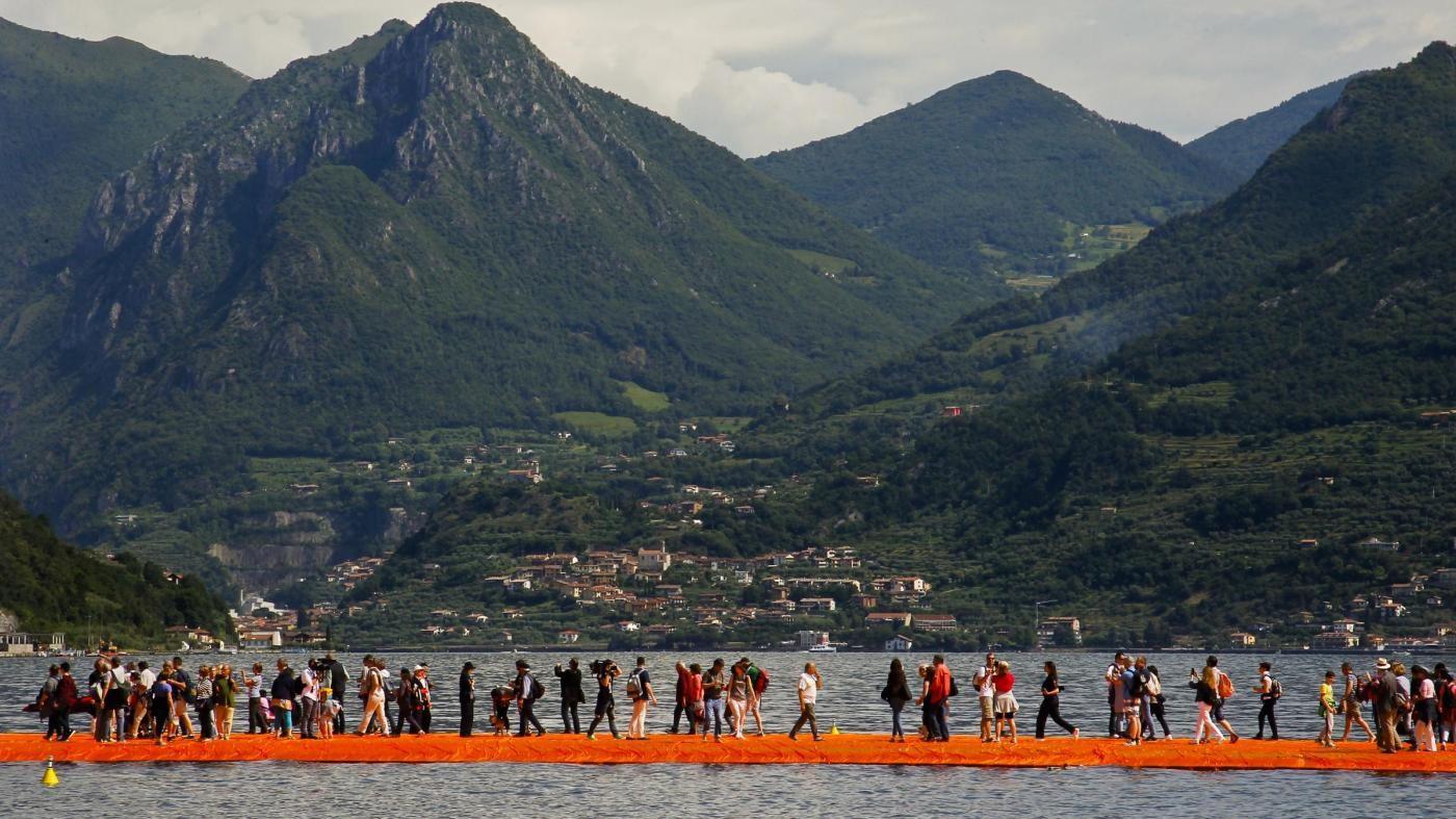 Brescia, bloccati in stazione 3mila visitatori passerella Floating Piers