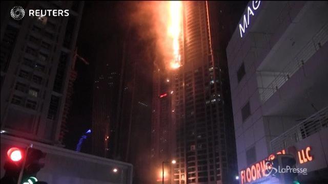 Dubai, a fuoco la Torch Tower: nessun ferito
