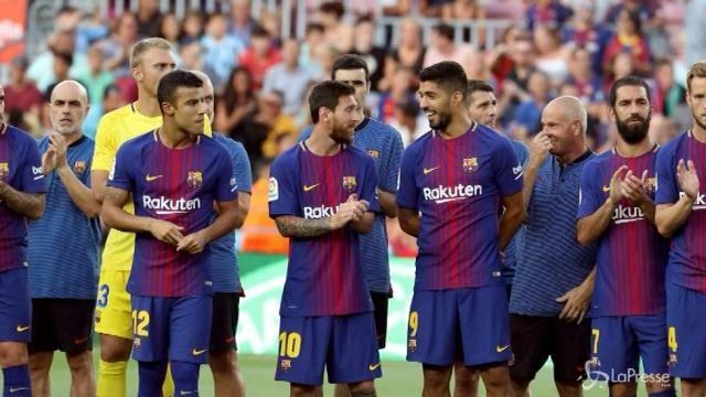 Il Barcellona rende omaggio alla Chapecoense