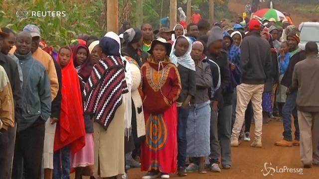 Kenya al voto: in fila fuori dai seggi
