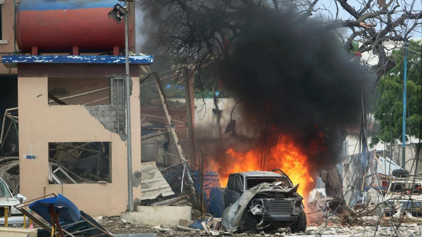 Somalia, attacco Al Shabaab a hotel Mogadiscio: 35 morti