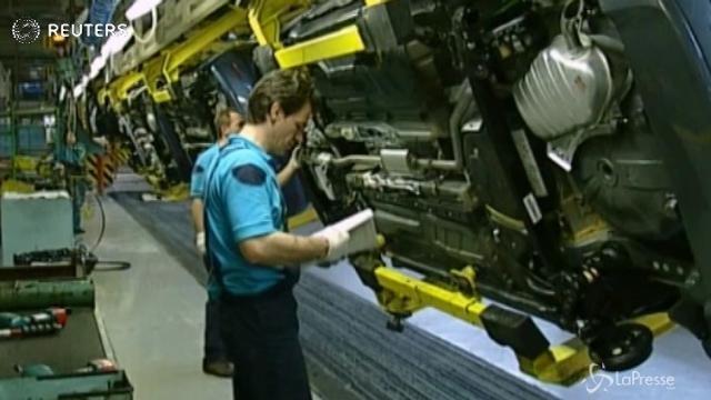 La produzione industriale accelera