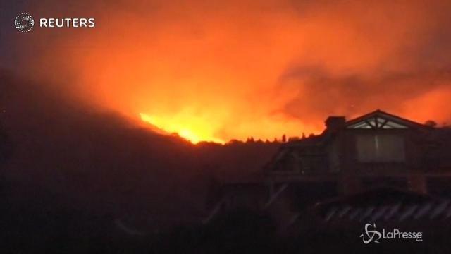 Bolivia, bruciano i boschi di Cochabamba