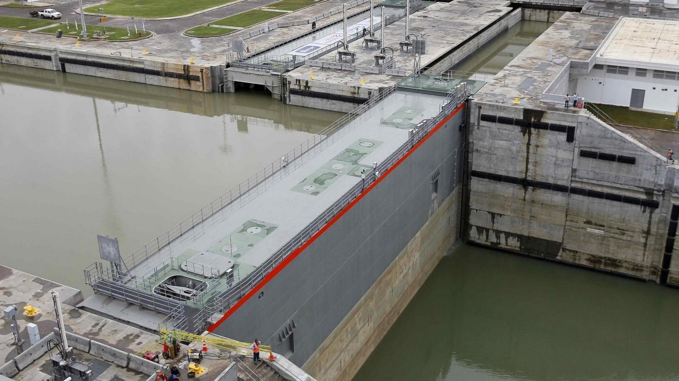 Panama, nave da carico cinese inaugura nuovo Canale
