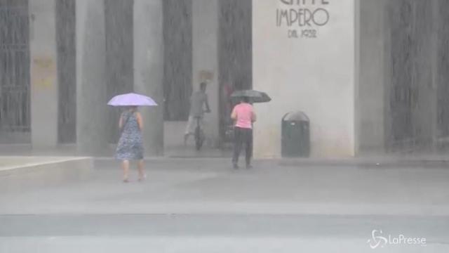 Maltempo al nord: Brescia spazzata da pioggia e vento
