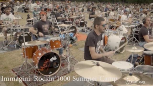 """""""Rockin'1000 Summer Camp"""", sotto il Monte Bianco la band più grande del mondo"""
