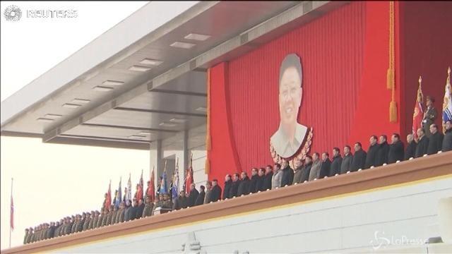 Nordcorea: Kim Jong-un frena su Guam