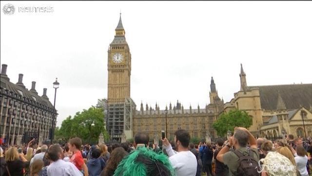 Londra, il Big Ben ha rintoccato per l'ultima volta