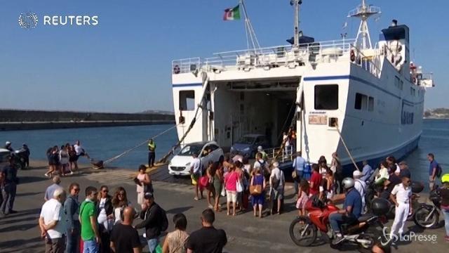Ischia: turisti e residenti lasciano l'isola