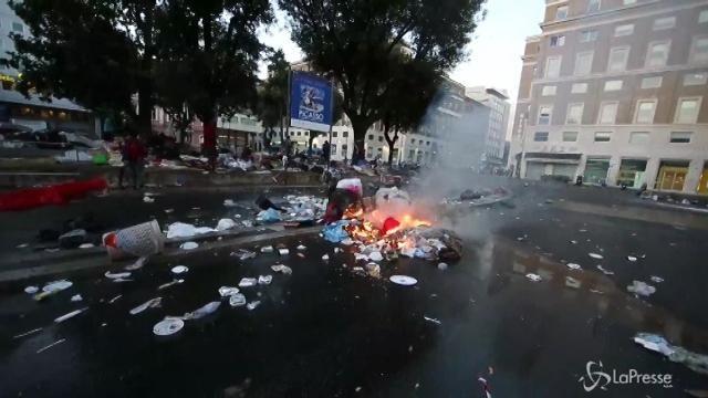 Roma, migranti contro forze dell'ordine
