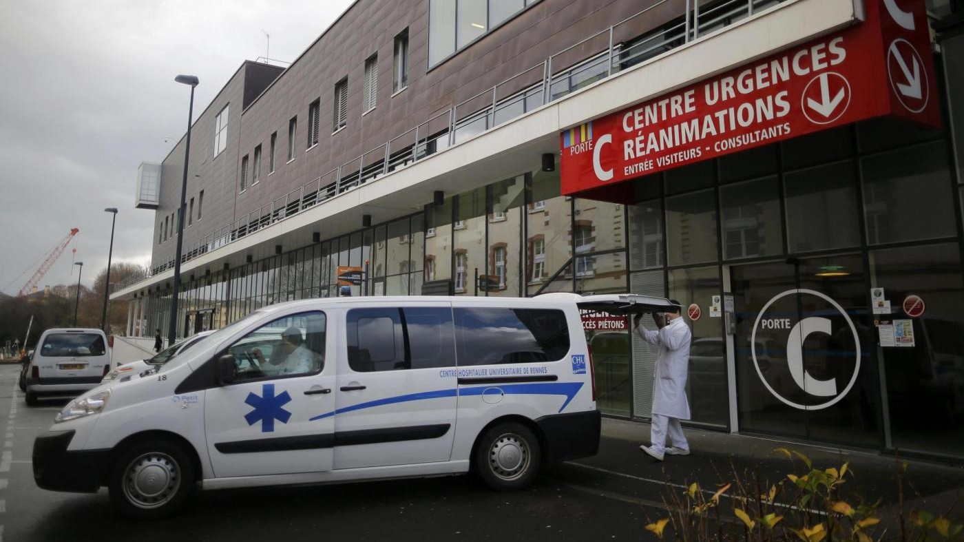 Parigi, fulmine colpisce un parco: feriti 10 bambini e un adulto