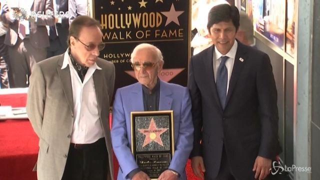 La stella di Charles Aznavour brilla sulla Hollywood Walk of Fame