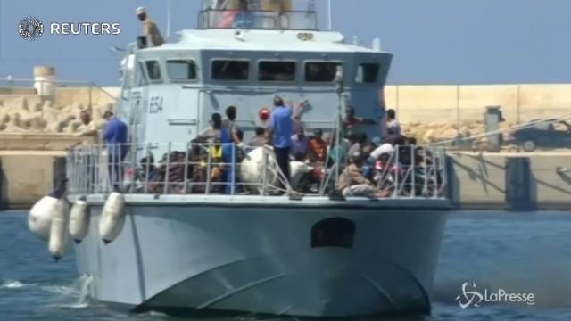 Migranti bloccati al largo della Libia