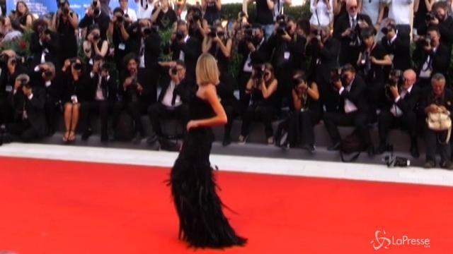 Festival Venezia, il primo red carpet è per Matt Damon e Kristen Wiig