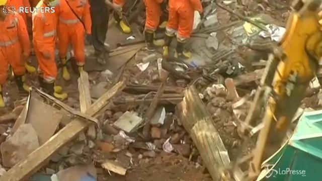 Crollo edificio a Mumbai: almeno 33 morti