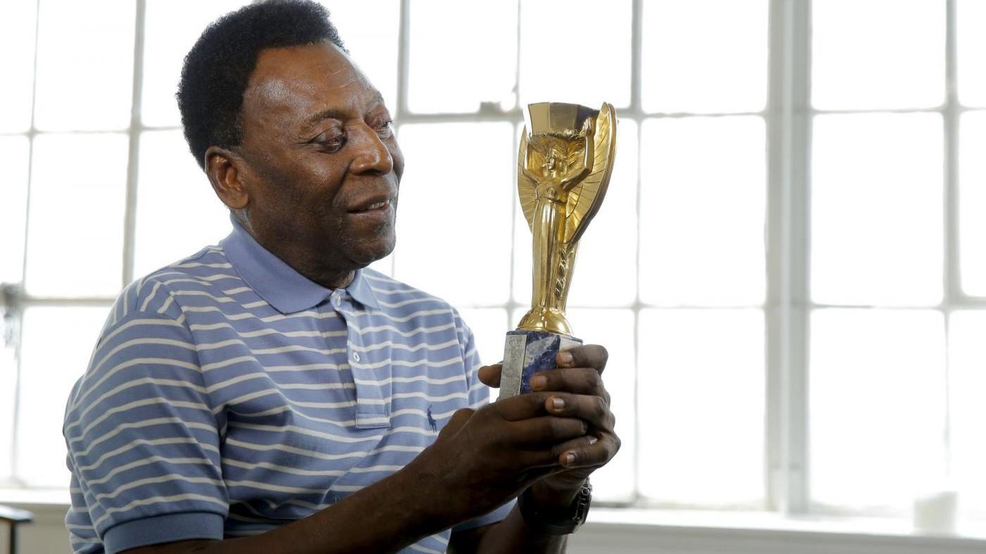 Pelè mette all'asta la Coppa Rimet per aiutare il Santos
