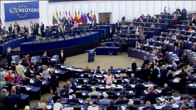 VIDEO Scontro Juncker-Tajani al Parlamento europeo