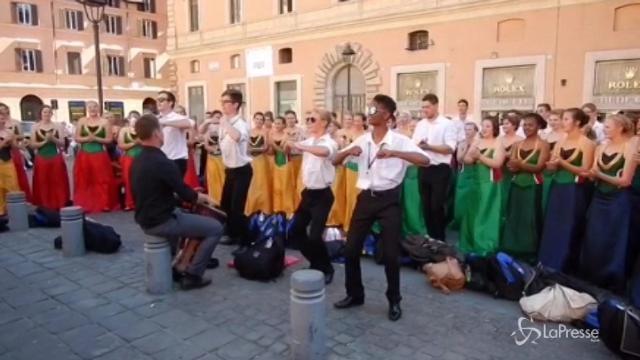 Roma, gruppo gospel dal Sudafrica improvvisa colorato concerto