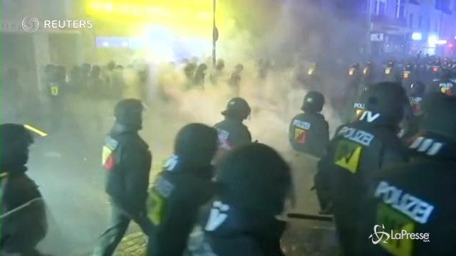 VIDEO Amburgo, scontri al G20: centinaia di feriti