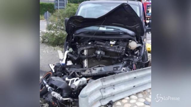 Dopo una lite travolge moto, muore una ragazza