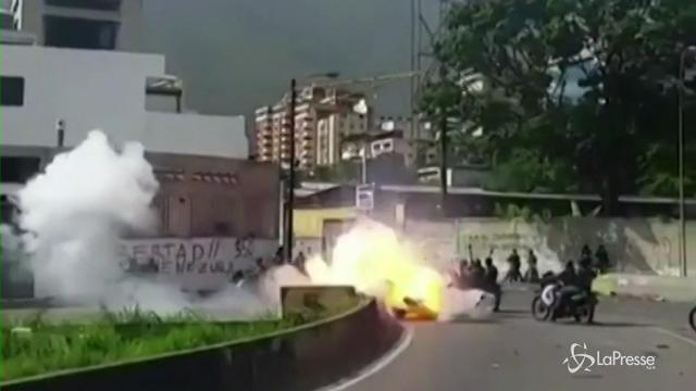 Venezuela: scoppia ordigno, feriti 7 agenti della Guardia nazionale