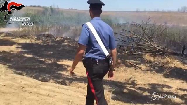 Dà fuoco a sterpaglie, causa un grande incendio