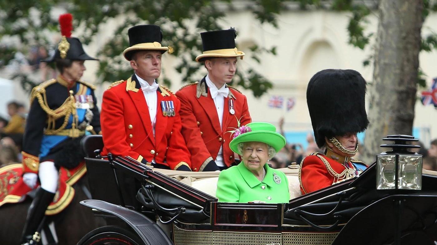 Regno Unito, la regina festeggia 90 anni: oggi la sfilata militare
