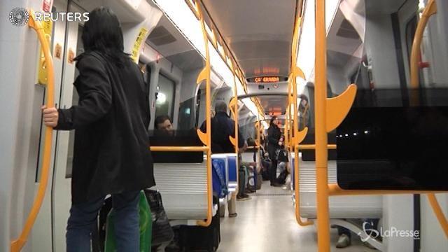 Italiani in fuga dai mezzi pubblici