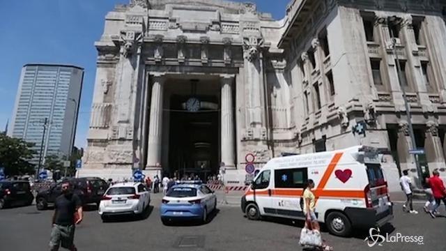 Milano, immigrato aggredisce poliziotto
