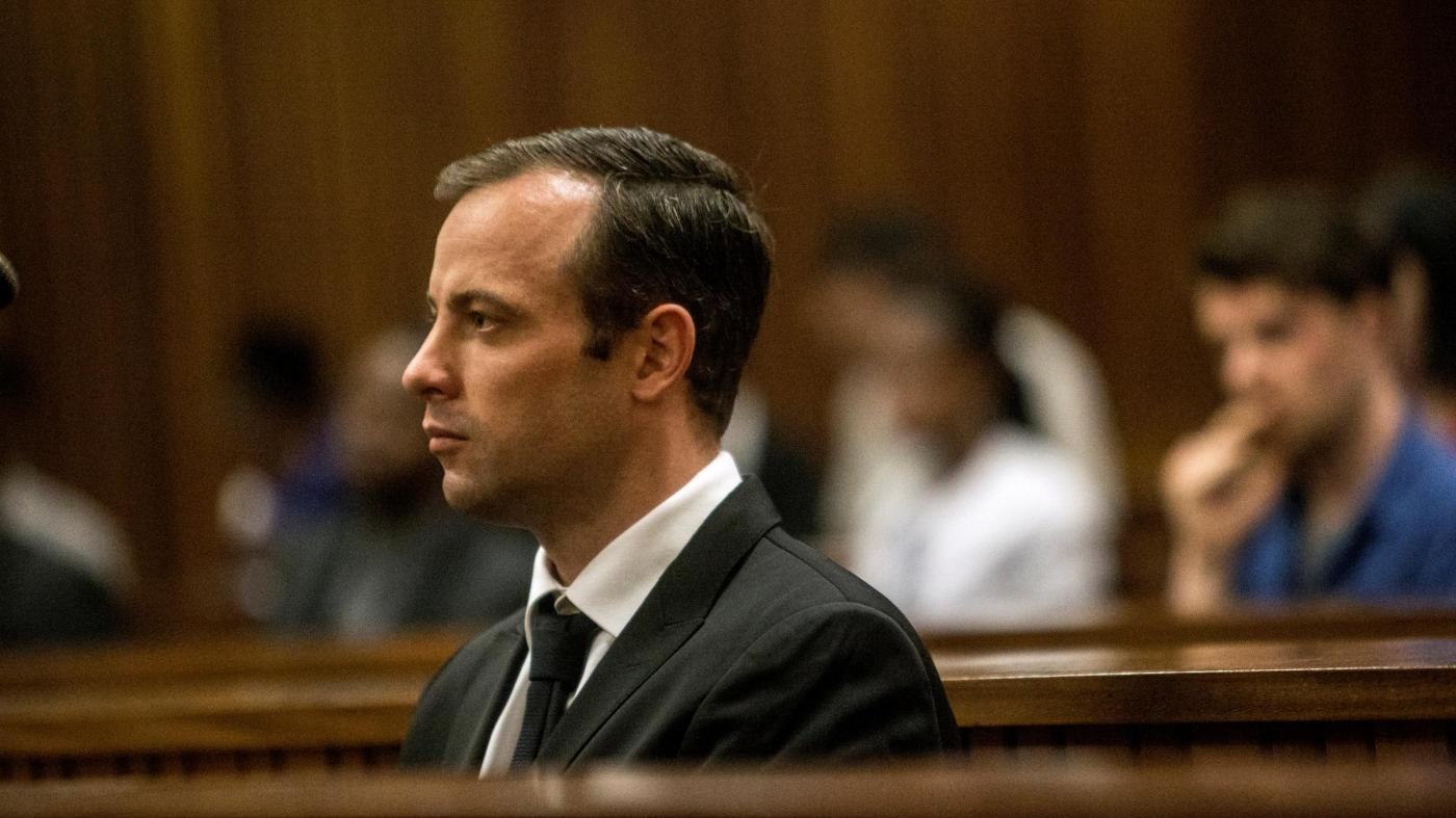 Pistorius in tribunale per udienza definitiva: rischia 15 anni