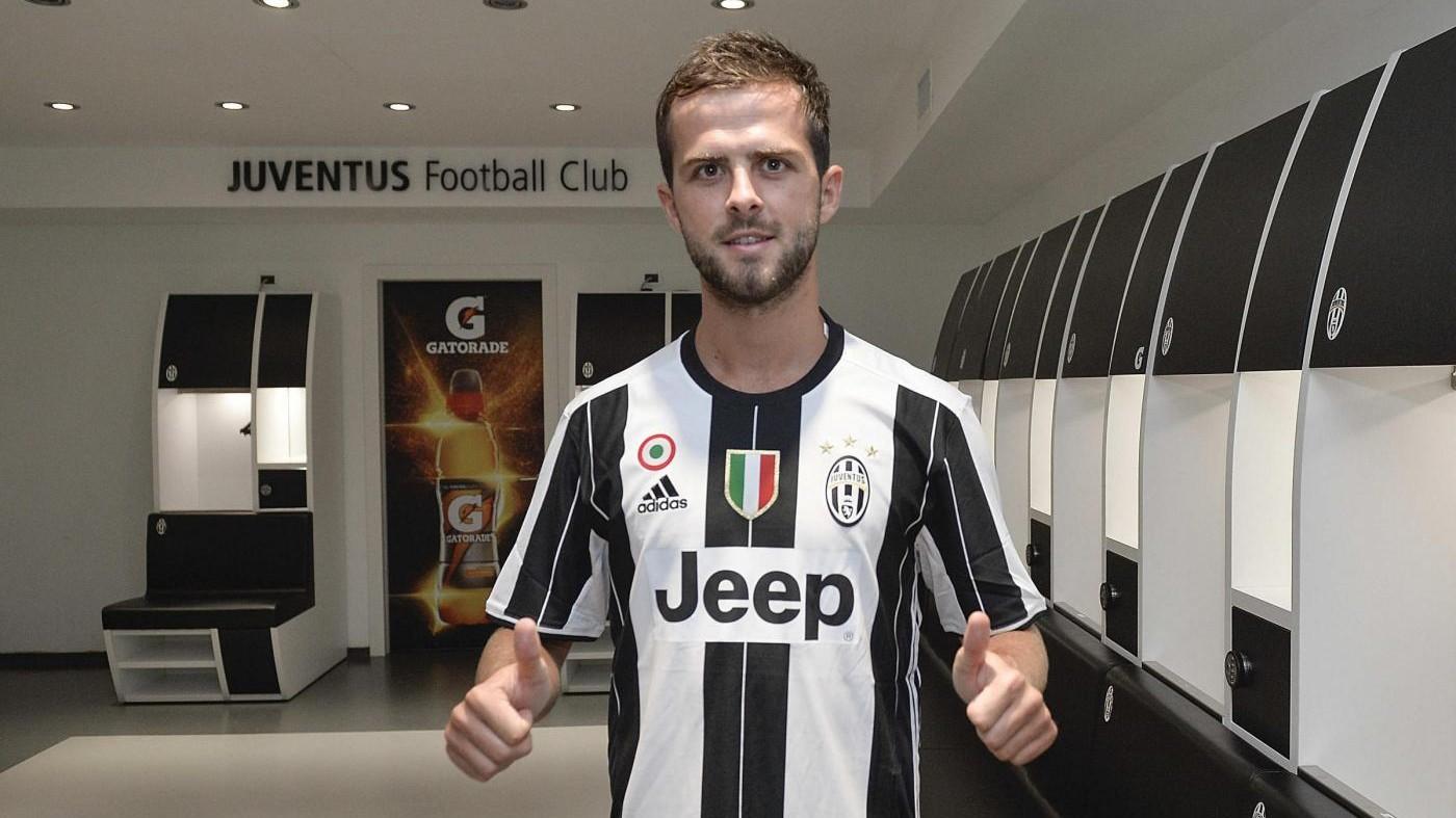 Juve, è ufficiale l'acquisto di Pjanic: 32 milioni alla Roma