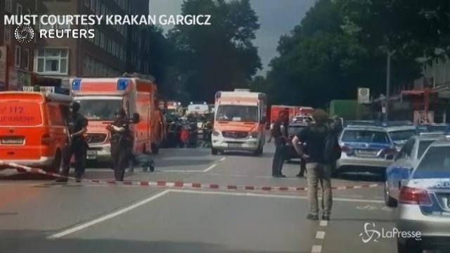 Amburgo, clienti accoltellati in un supermarket: un morto