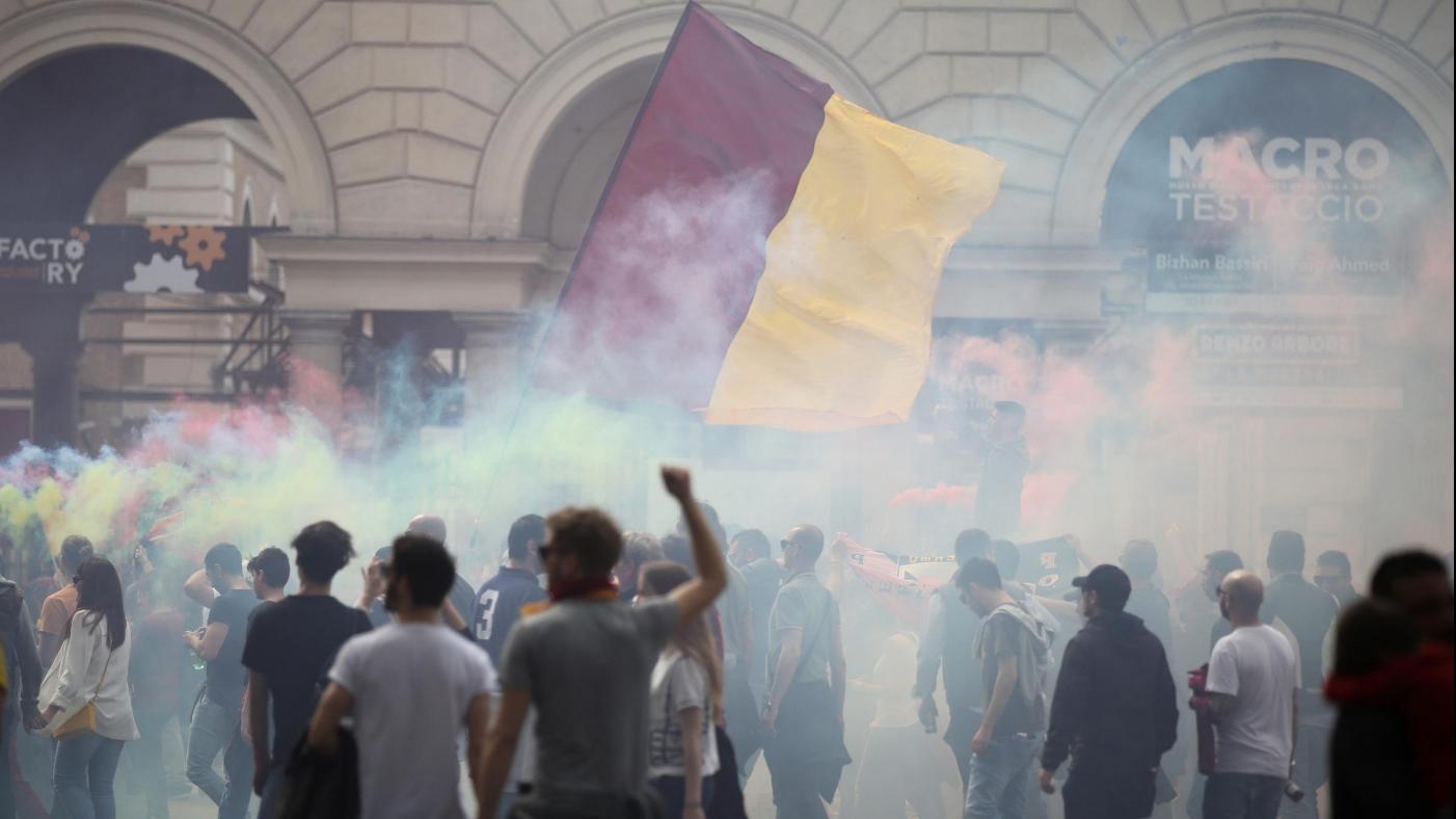 Turisti aggrediti prima del derby Lazio-Roma: perquisiti 12 ultrà