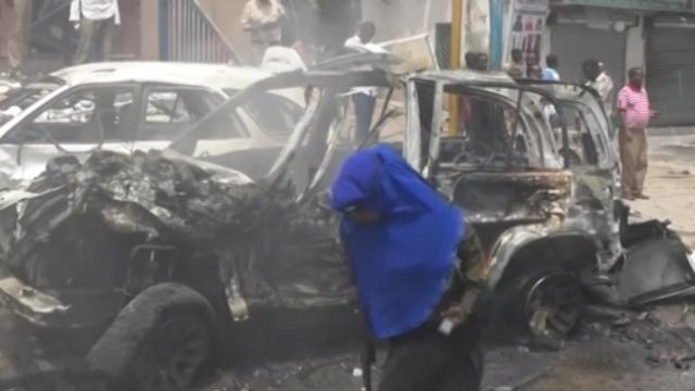 Autobomba a Mogadiscio, almeno 6 morti