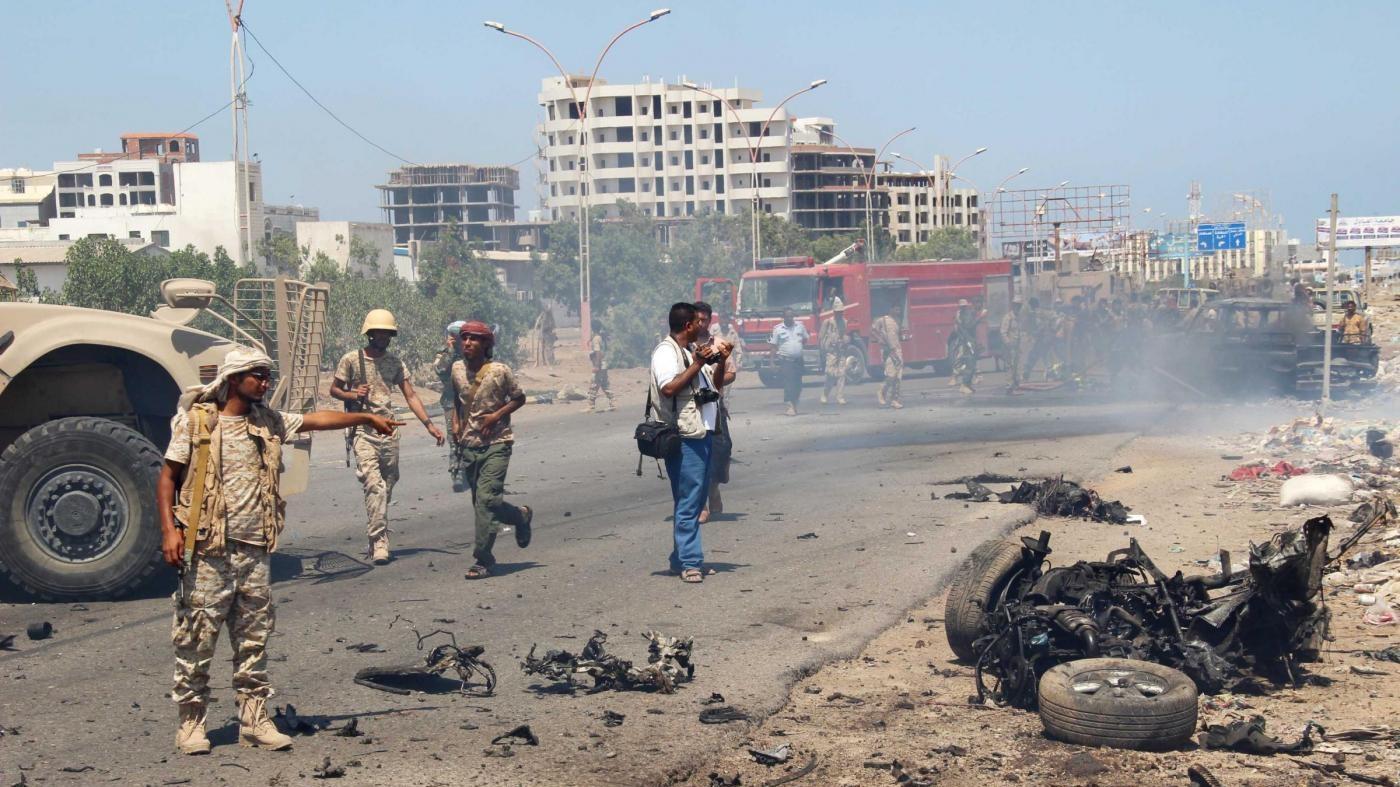 Yemen, attacco kamikaze contro una stazione di polizia