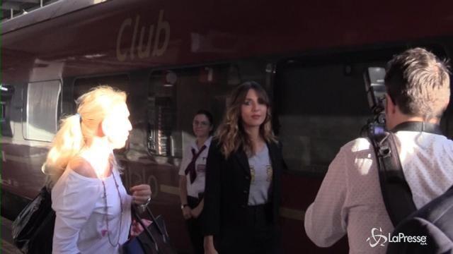 VIDEO Ambra testimonial di Italo ma in stazione lite con i fotografi